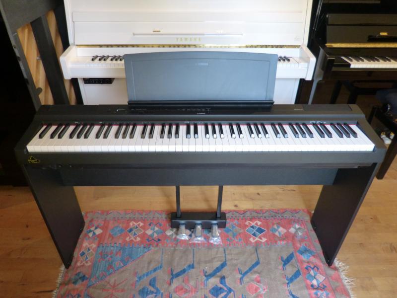 Yamaha P-125 B  im Set
