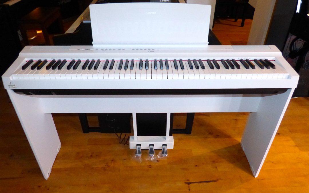 Yamaha P 125 WH im Set Ausstellungsinstrument