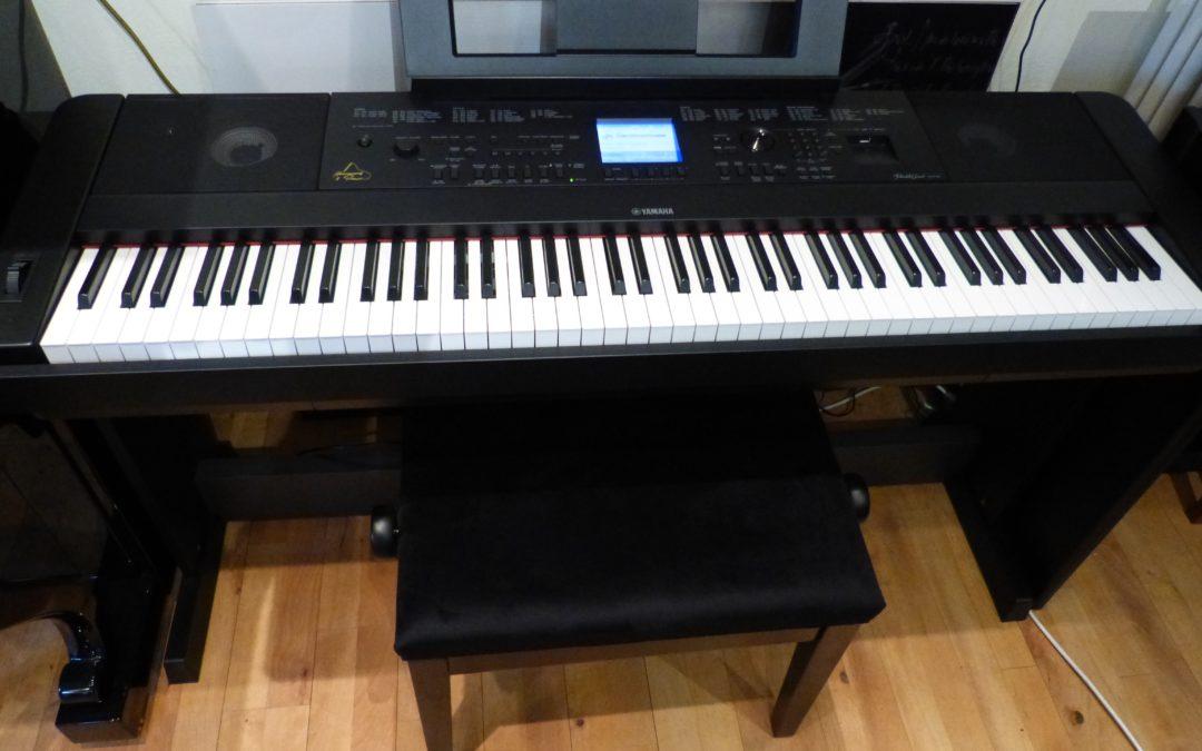 Yamaha DGX 660 black im Set